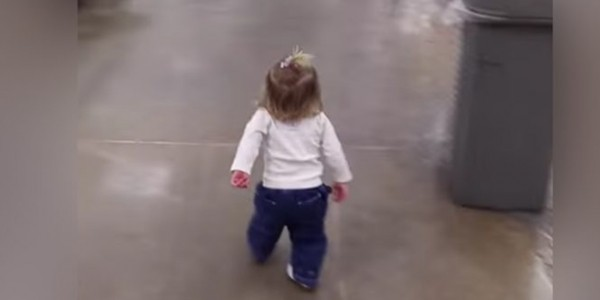 Little Girl Greets Everyone She Sees At Grocery Store