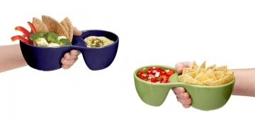 one-handed-2-compartment-ooma-bowl-dollar-25-uncommon-goods-5857