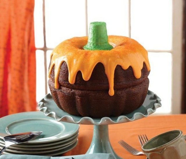 Fluted Cake Pan Just $5.71 @ Walmart
